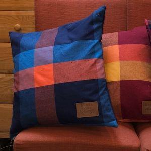 Tommy Bahama Accessories - NWT set of three Tommy Bahamas decorative pillows